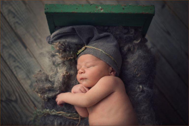 spring newborn sessions